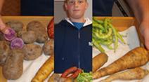 Foodblogger Joel mit rohem Suppengemüse.
