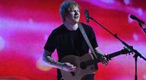 Taylor Swift half ihrem Kumpel Ed Sheeran schon bei so manchem heissen Flirt.