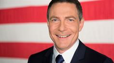 Jonathan Mann moderiert auf CNN International immer samstags, um 20.00 Uhr, die US- Politsendung Political Mann.