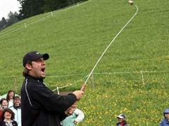 Ben Roethlisberger versucht sich beim «Swiss Farmers Golf».