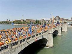 Nahezu 180'000 Oranje-Fans stürmten Basel, so die Organisatoren.