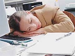 Leistungsfördernd: Der kurze Büroschlaf.