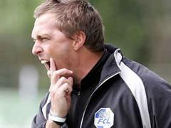 Luzern-Trainer René van Eck sah fünf Minuten vor Schluss wegen heftigen Reklamierens rot.