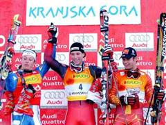 Massimiliano Blardone (l), Benjamin Raich und Thomas Grandi (r) bilden in Kranjska Gora das Siegerpodest.
