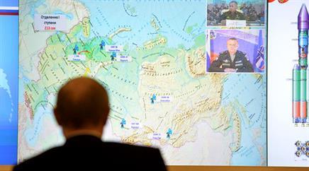 Präsident Wladimir Putin verfolgt per Videokonferenz den Start der neuen Trägerrakete «Angara-A5».