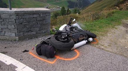 Ein 43-jähriger Motorradfahrer starb am San-Bernardino-Pass.