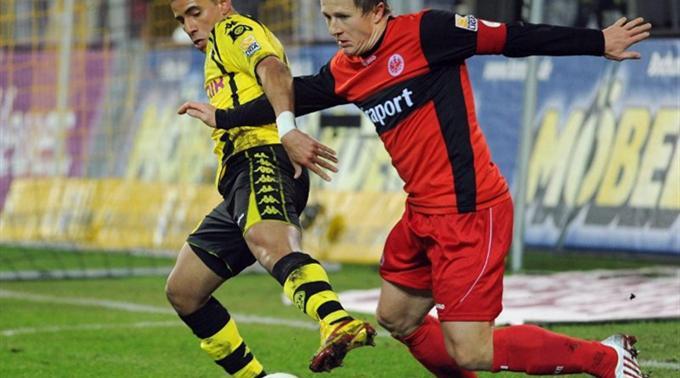 Mohamed Zidan (links) gegen den Schweizer Christoph Spycher.