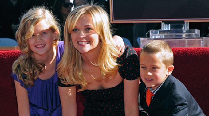 Reese Witherspoon mit ihren beiden Kindern.