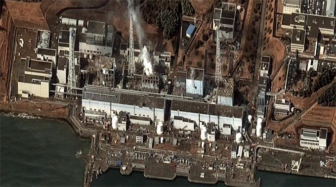 Zerstörtes AKW Fukushima: 100 Tonnen Wasser pro Tag ins Abklingbecken.