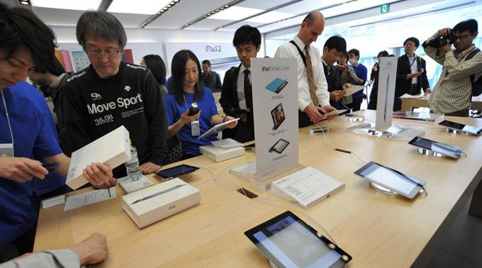 Hang zum Spontan-Kauf: iPad-Interessierte in Tokyo.