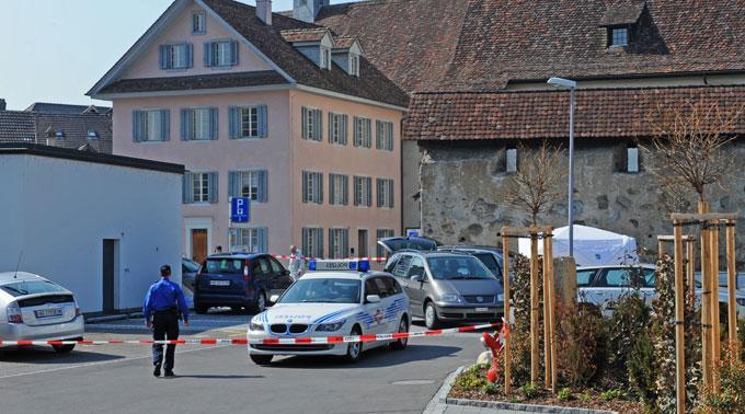 Die Polizei sperrte den Fundort in der Altstadt Bremgarten ab.