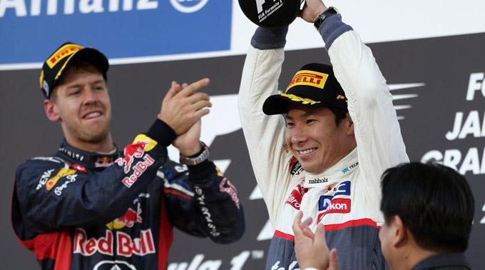 Sebastian Vettel applaudiert Kamui Kobayashi.