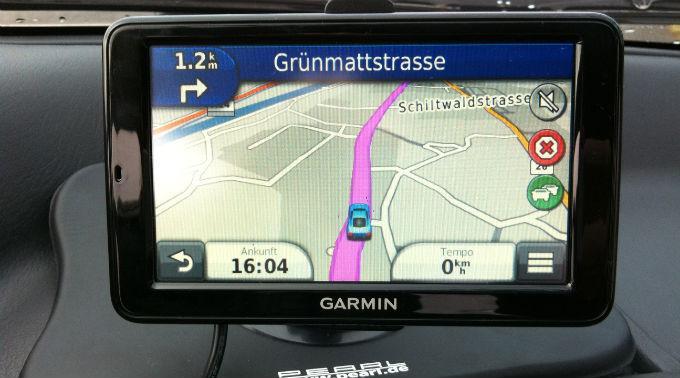 Chauffeur vertraute Navigationsgerät zu stark(Symbolbild)