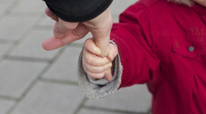 Streitende Eltern können sich an die Ombudstelle wenden.