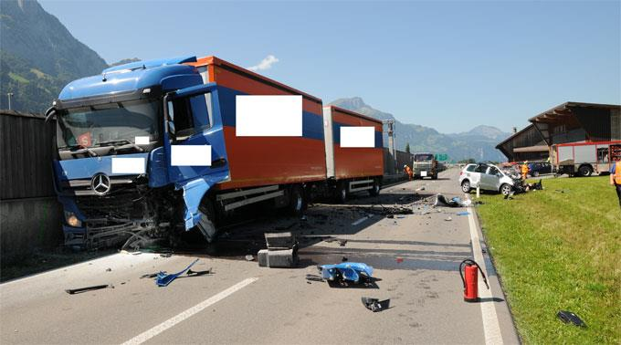Der Personenwagenlenker kam ums Leben.