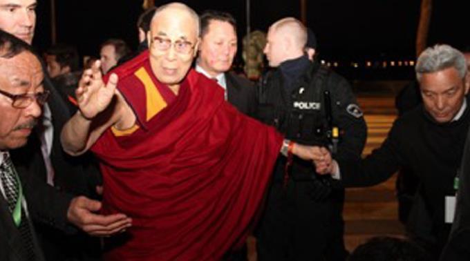 Der Dalai Lama und sein Sondergesandter, Kelsang Gyaltsen.